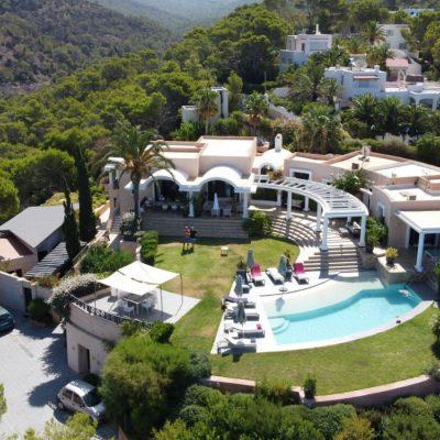 Izara Beach Villa (2)-w1850-h950
